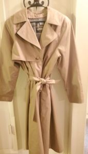 London fog trench coat! Mint condition!